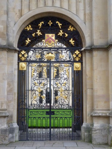 old money keeping this gilded gate nice. It would be shabby if paid for by an Austerity Britain council