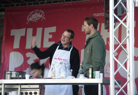 Hugh Fearnley-Whittingstall doing his stuff - with trotters?